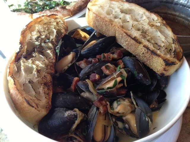 Blue cheese and bacon mussels